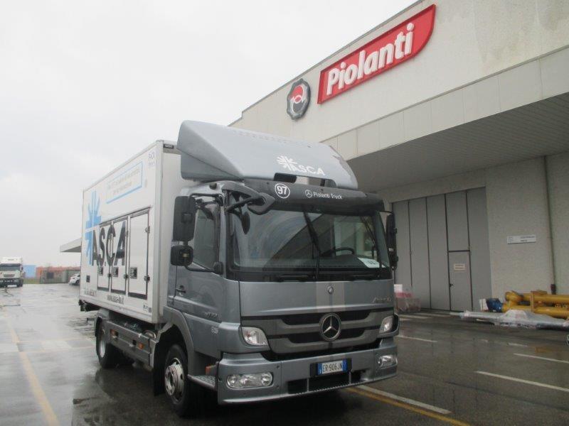 mercedes atego  cv  euro  allestimento furgone isotermico con paratia interna
