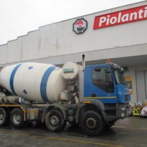 autocarro iveco trakker  cv  euro  allestimento betoniera imer lt   m
